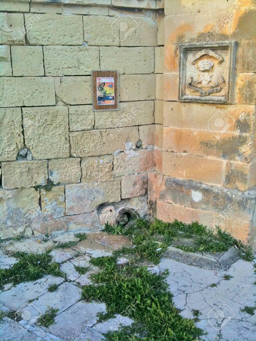 Maltese stonework, artwork, and frame on outside walls - 34392175