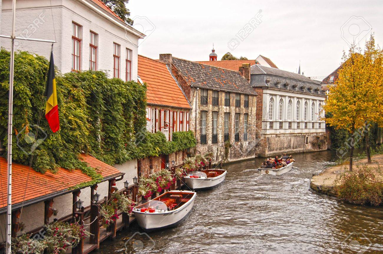 View of canal and houses at Bruges, Belgium Stock Photo - 12444971