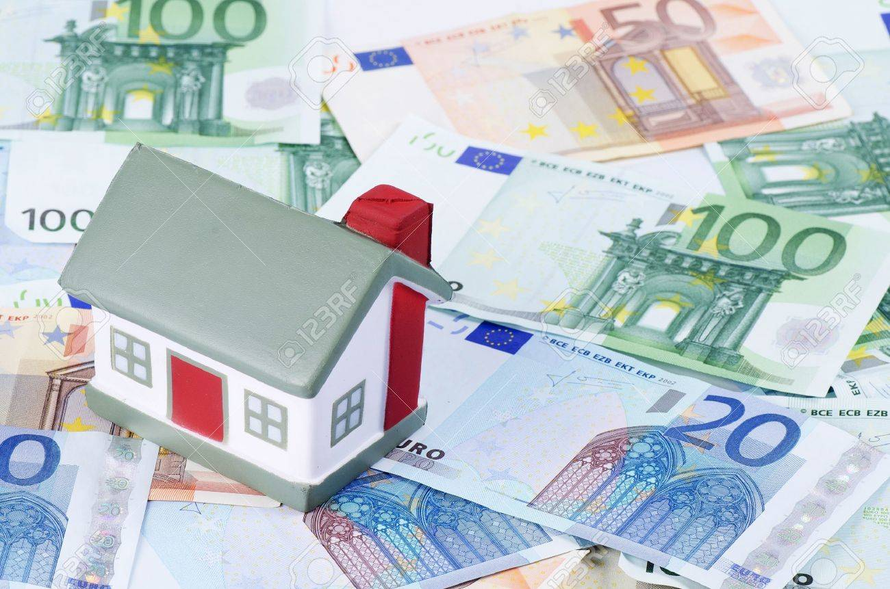 toy house for euro banknotes as background Stock Photo - 14475815
