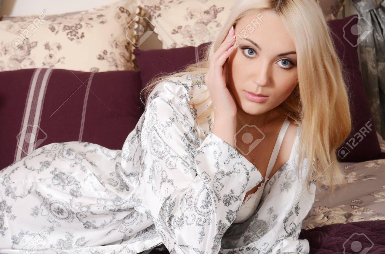 Фото блондинок б белых халатиках 7 фотография