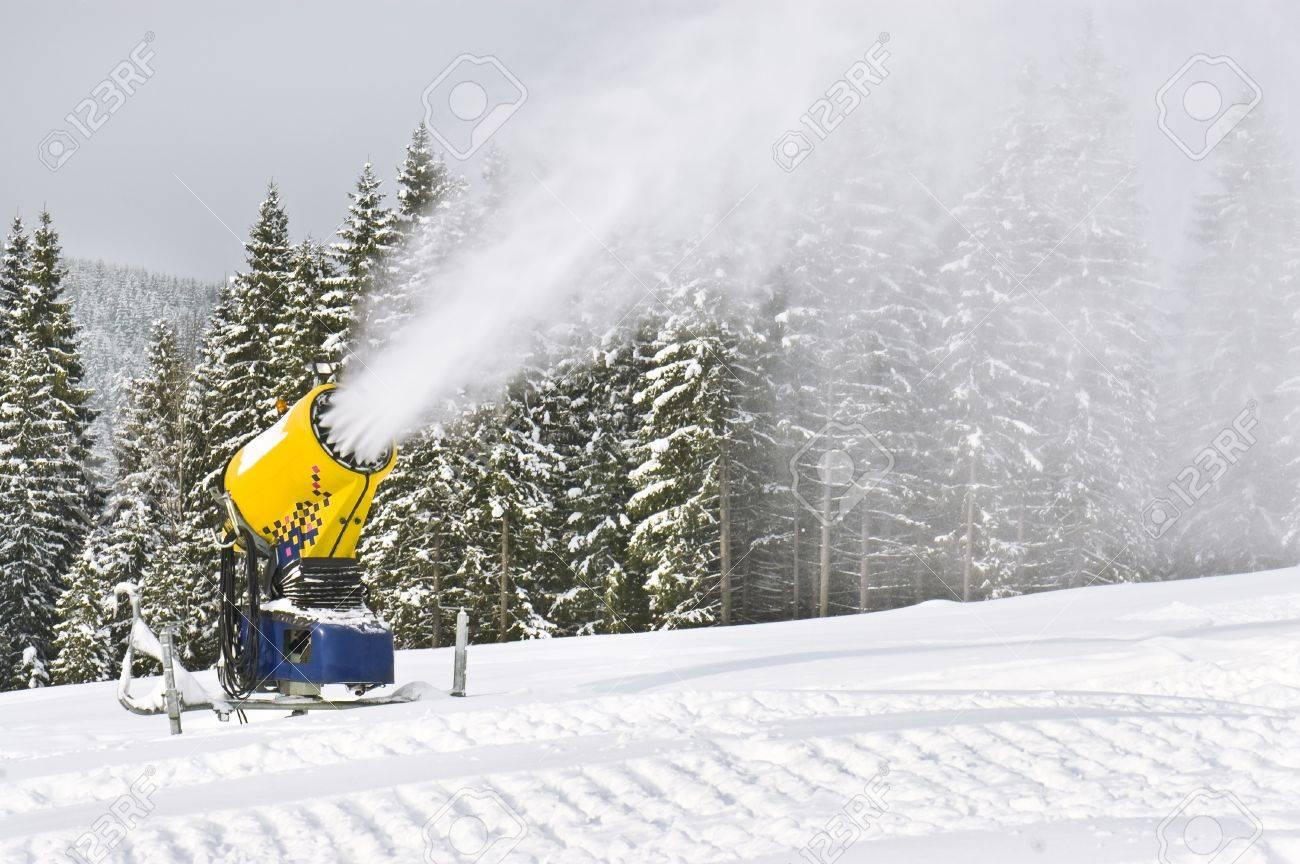 working snowgun in the photo - 16927870