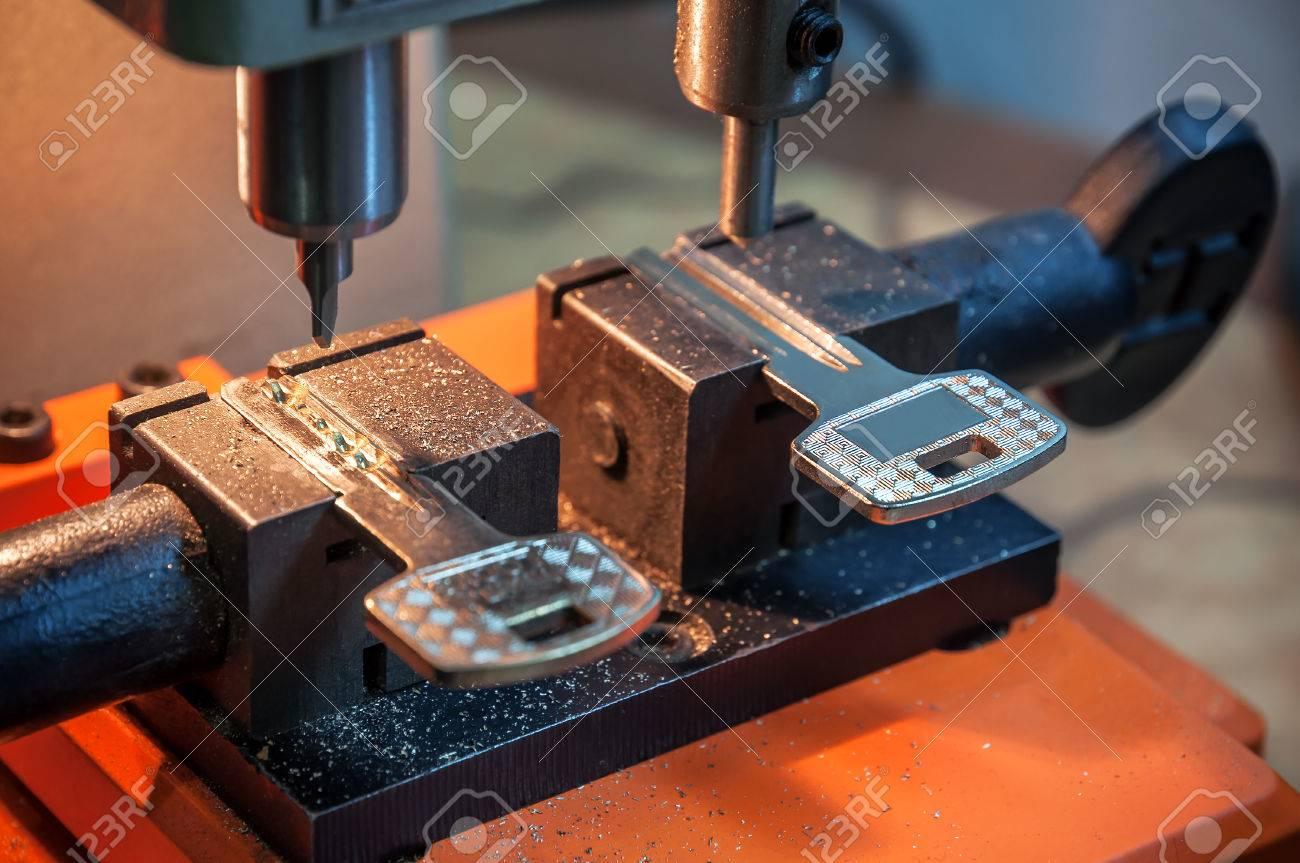 locksmith duplicate machine make new key - 67098944
