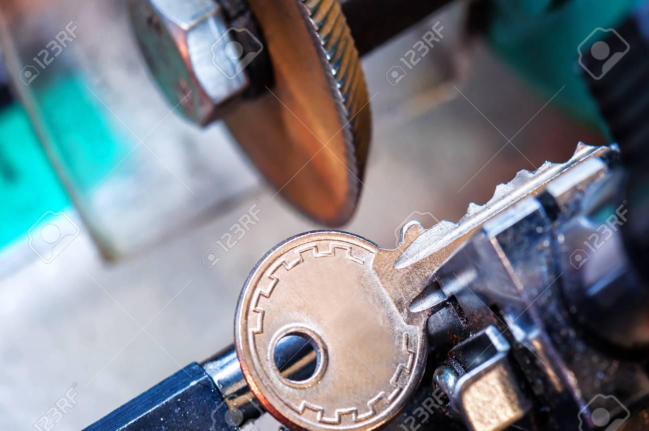 locksmith, key duplication machine makes new copy - 101275038
