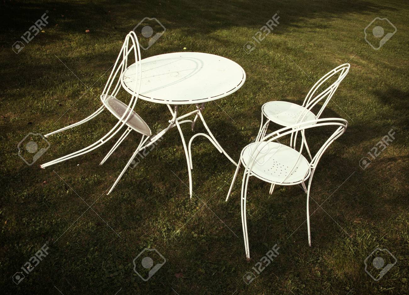 Swell White Metal Table And Chairs On The Lawn Garden Party Interior Design Ideas Pimpapslepicentreinfo