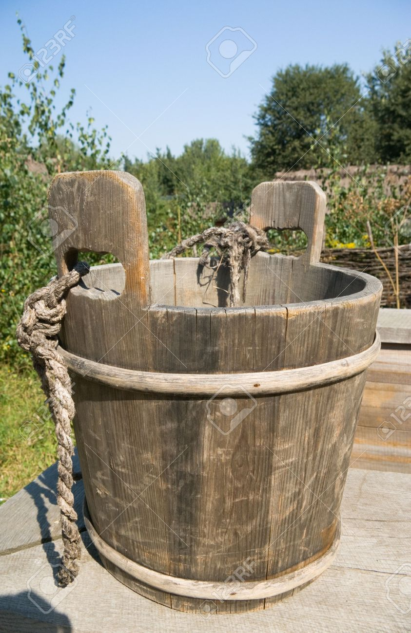 the old wood pail for water Stock Photo - 5941574
