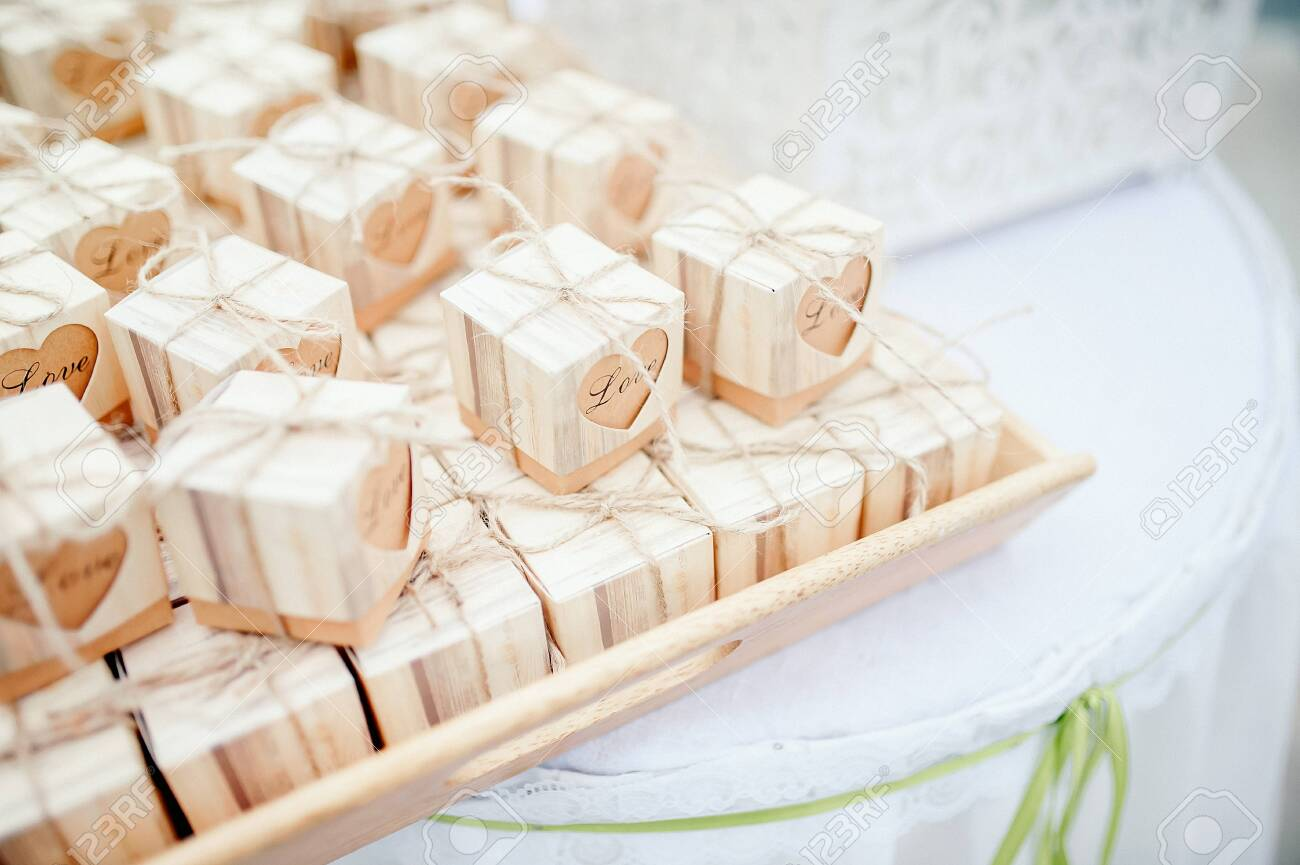 wedding gift for guest - 125976888