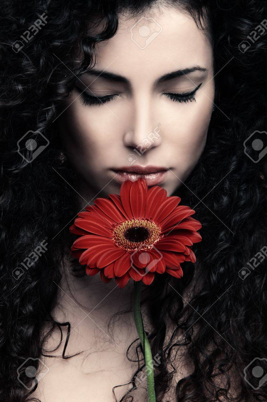 curly hair  young woman beauty portrait with flower Standard-Bild - 17850618