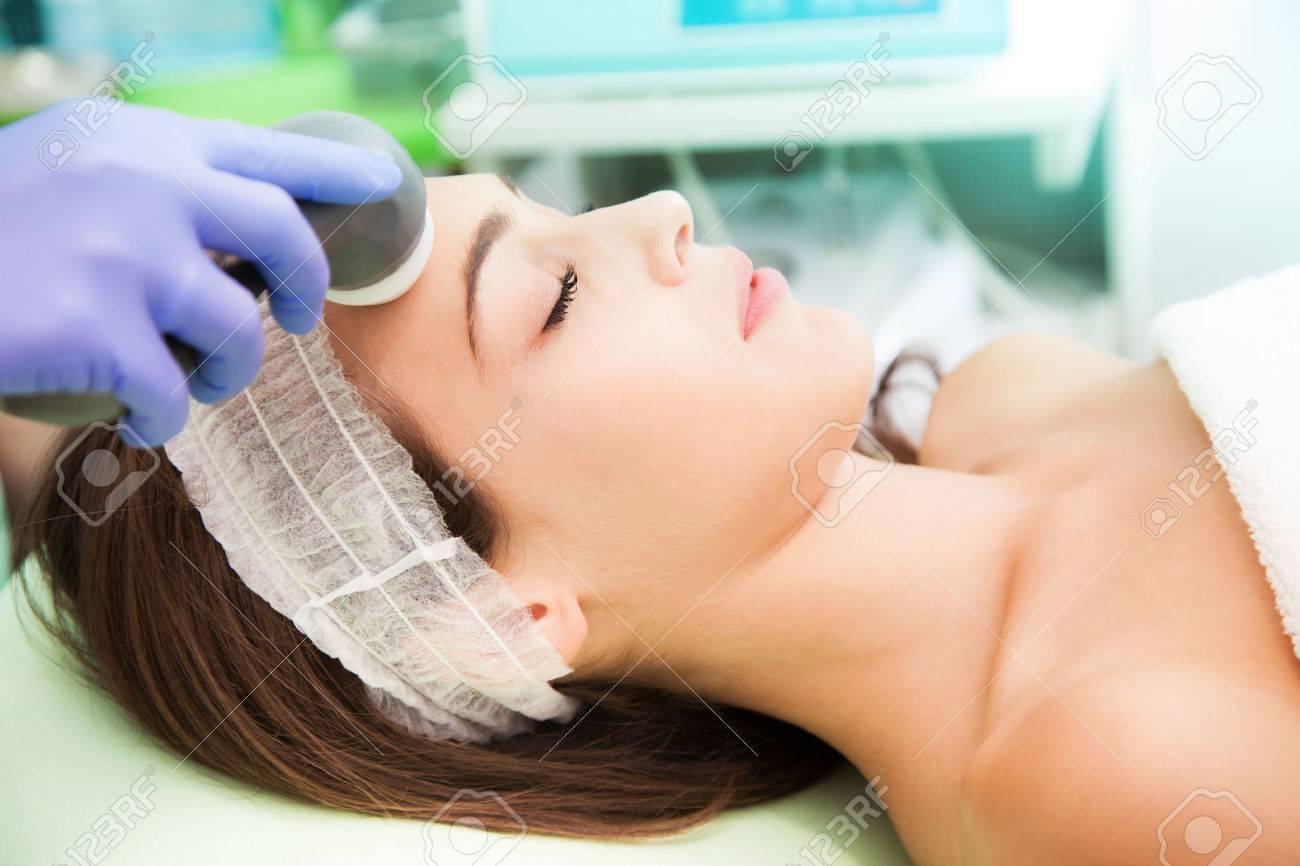 woman at Cosmetic radio-surgery treatment Standard-Bild - 28918244
