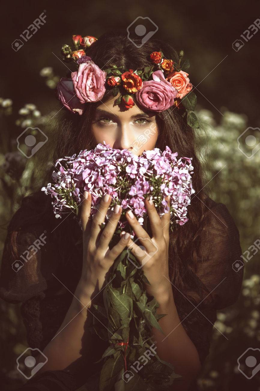 young beautiful woman portrait with flowers in field summer day retro colors Standard-Bild - 29831048