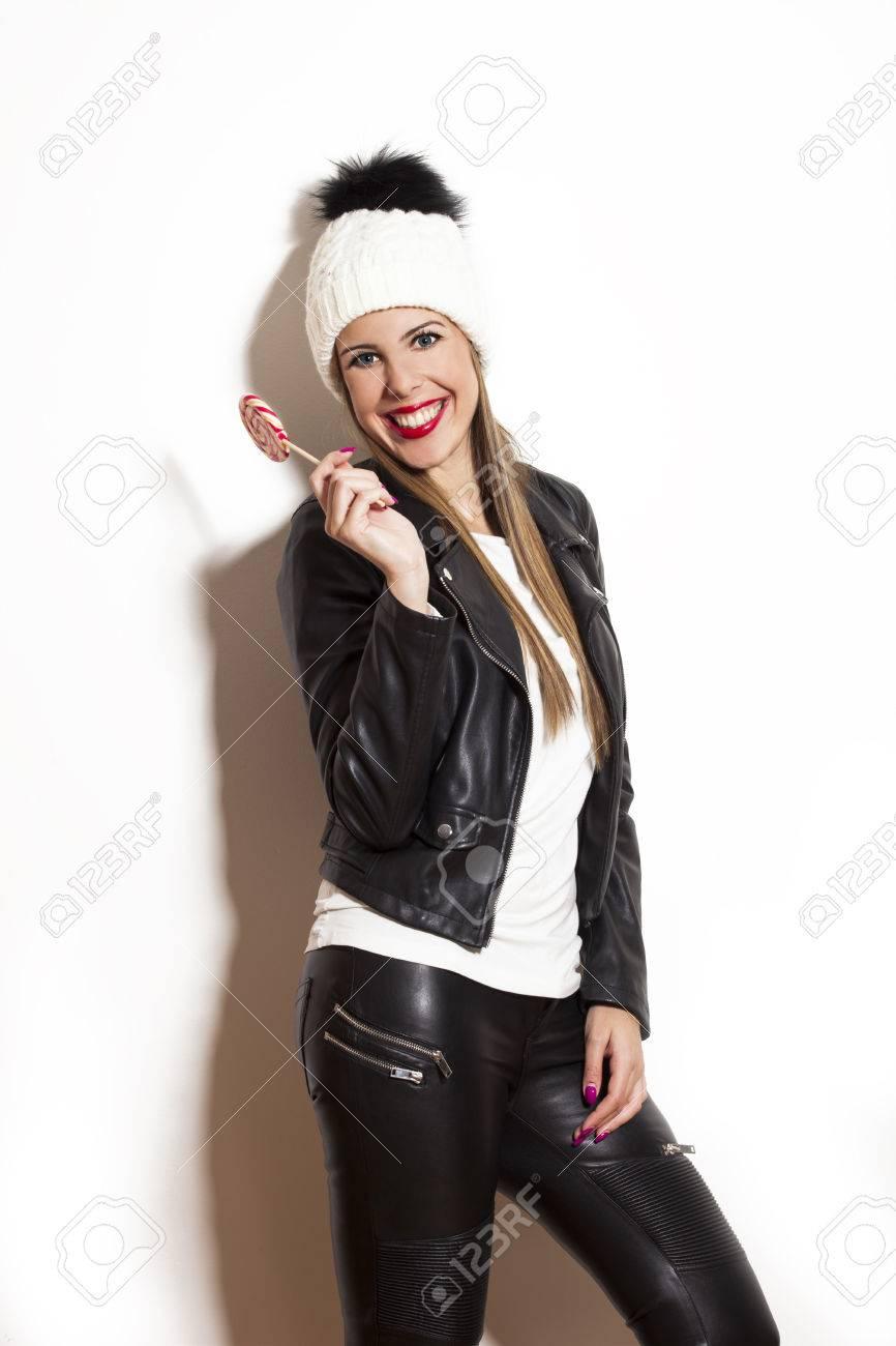 Lächelnden Schönen Langen Haaren Junge Frau Mit Lutscher Trägt