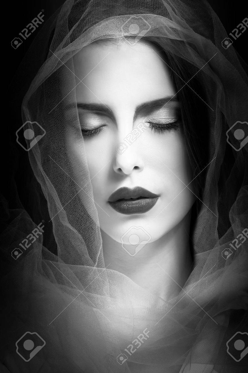 Mística Retrato De La Mujer De Belleza Con Velo Tiro Del Estudio