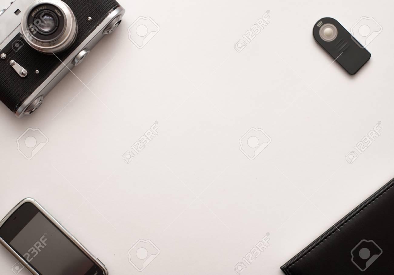 Alte entfernungsmesser vintage kamera auf weißem hintergrund