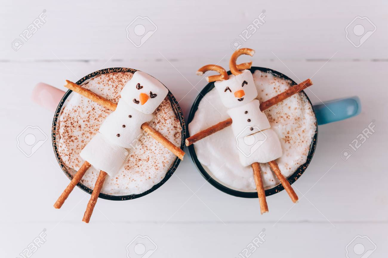 mugs with hot chocolate in which the men from the marshmallow relax. concept of a couple - 88439487