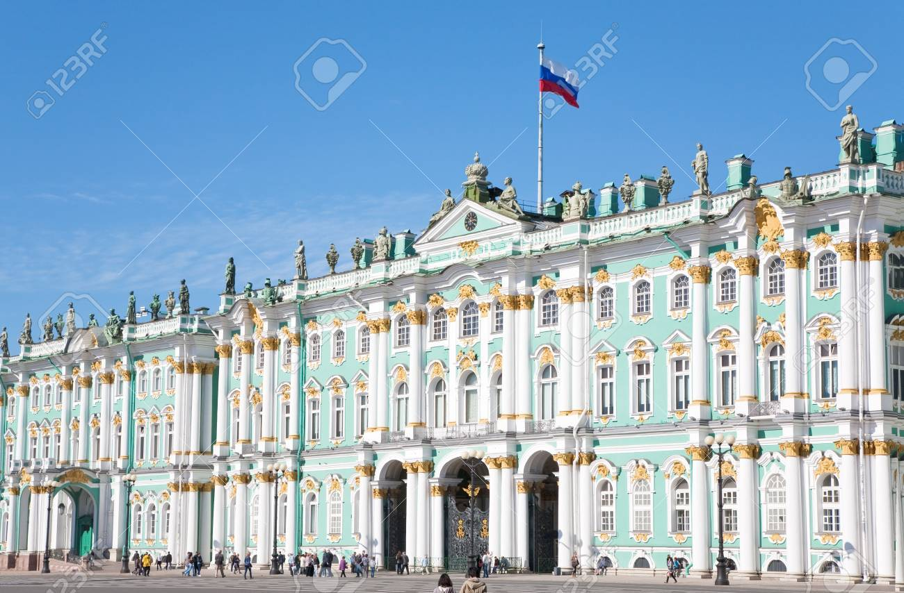 Russian state flag on Winter Palace, St.Petersburg, Russia on September, 6, 2011 Stock Photo - 10793093