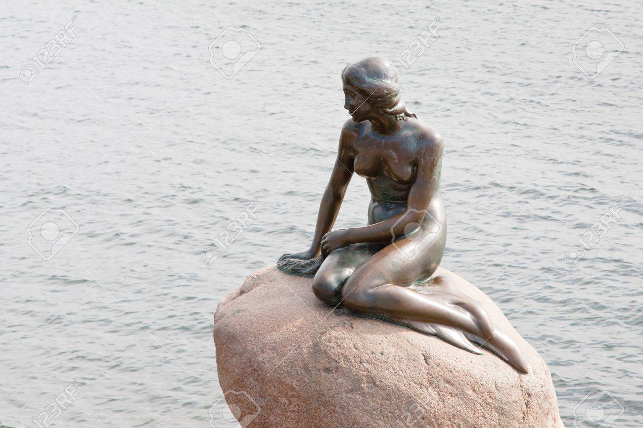 COPENHAGEN - SEPTEMBER, 10: statue of the Little Mermaid . The statue is only 1.25 metres high and weighs around 175 kg,  in Copenhagen, Denmark on September 10, 2011  Stock Photo - 11817503