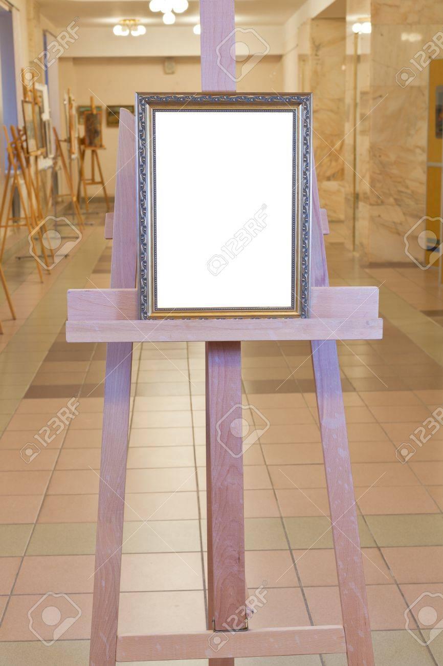 Klassischen Bilderrahmen Mit Weißen Ausschnitt Leinwand Auf ...