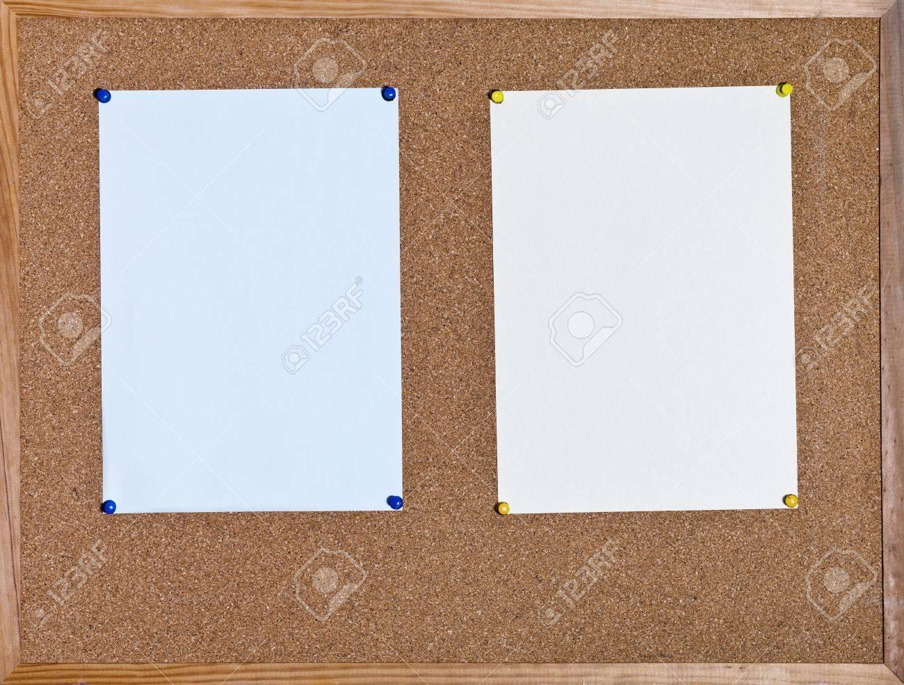 Blaue Und Gelbe Blätter Papier Auf Kork Bord Im Holzrahmen ...