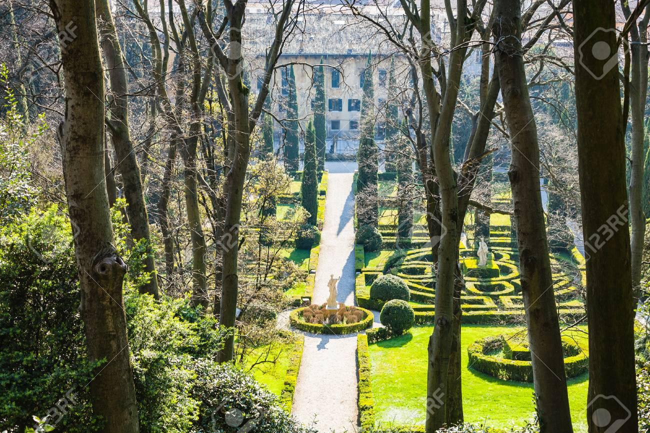 Verona italien märz über ansicht von giusti garden