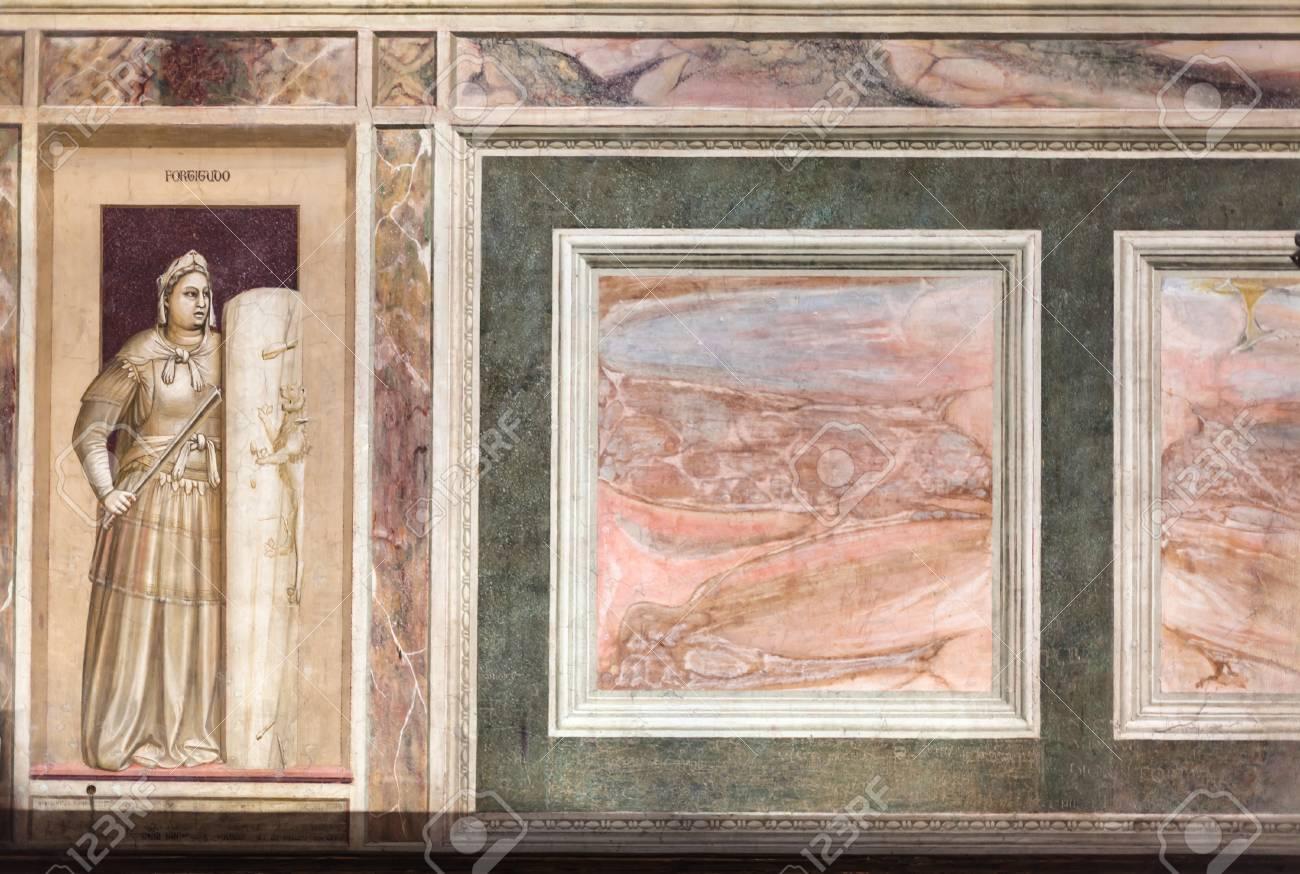 Padova Italia 1 Aprile 2017 Imitazione Di Marmo Nella Cappella Scrov10snapcircuitsnaproverpic1024x736jpg Scrovegni Degli Dellarena