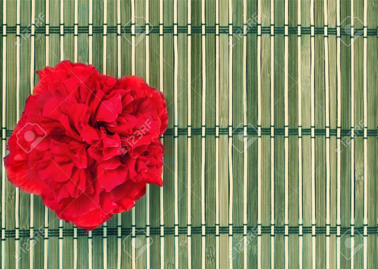 Lugar Para El Spa Y Manicura. Pista De Bambú Decorado Con La Flor ...