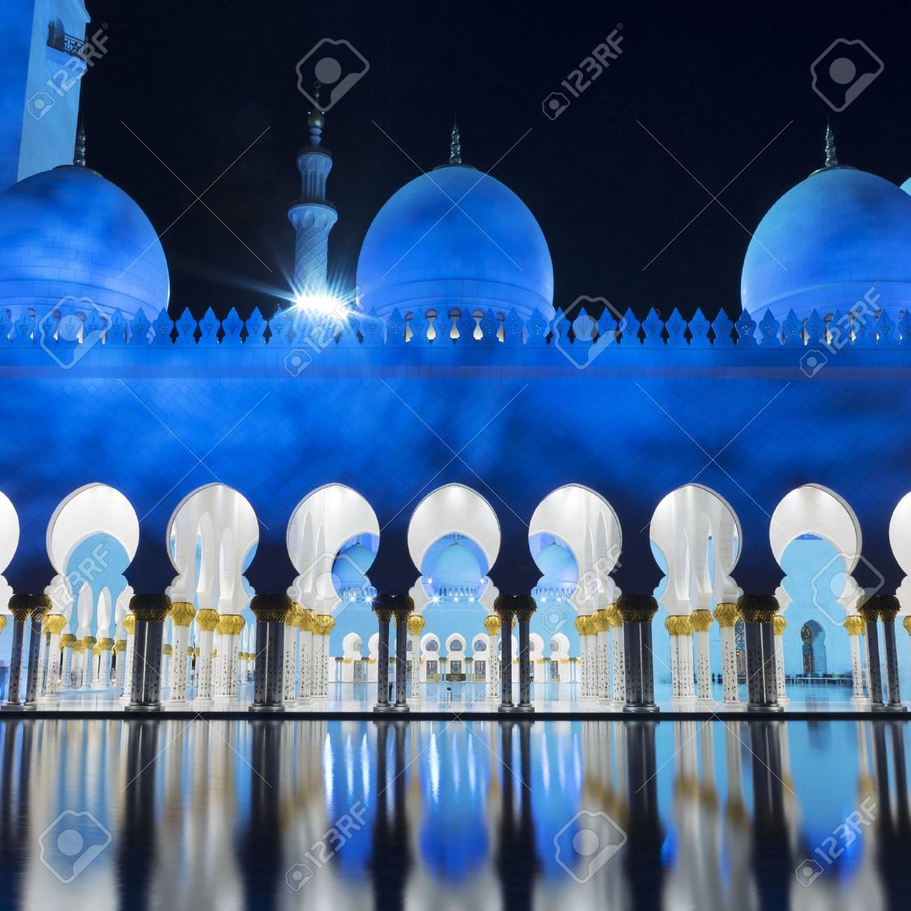 Ansicht Der Beruhmten Moschee Abu Dhabi Nachts Uae Lizenzfreie