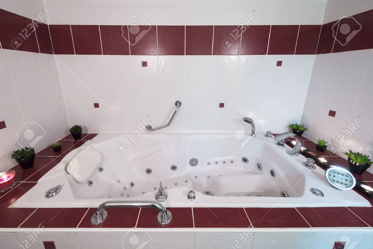 Jacuzzi Bath With Candles And Plants Stock Photo, Picture And ...