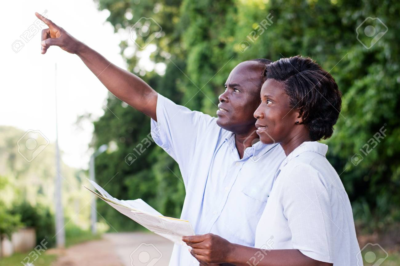happy couple walking in the countryside and points to something. Banque d'images - 87723750
