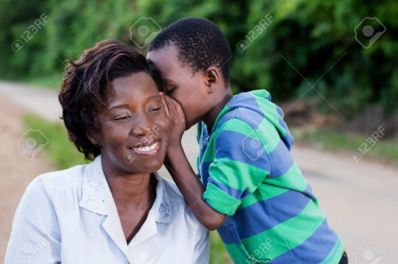 child talking secretly to his mother's ear in campaign Banque d'images - 87723743