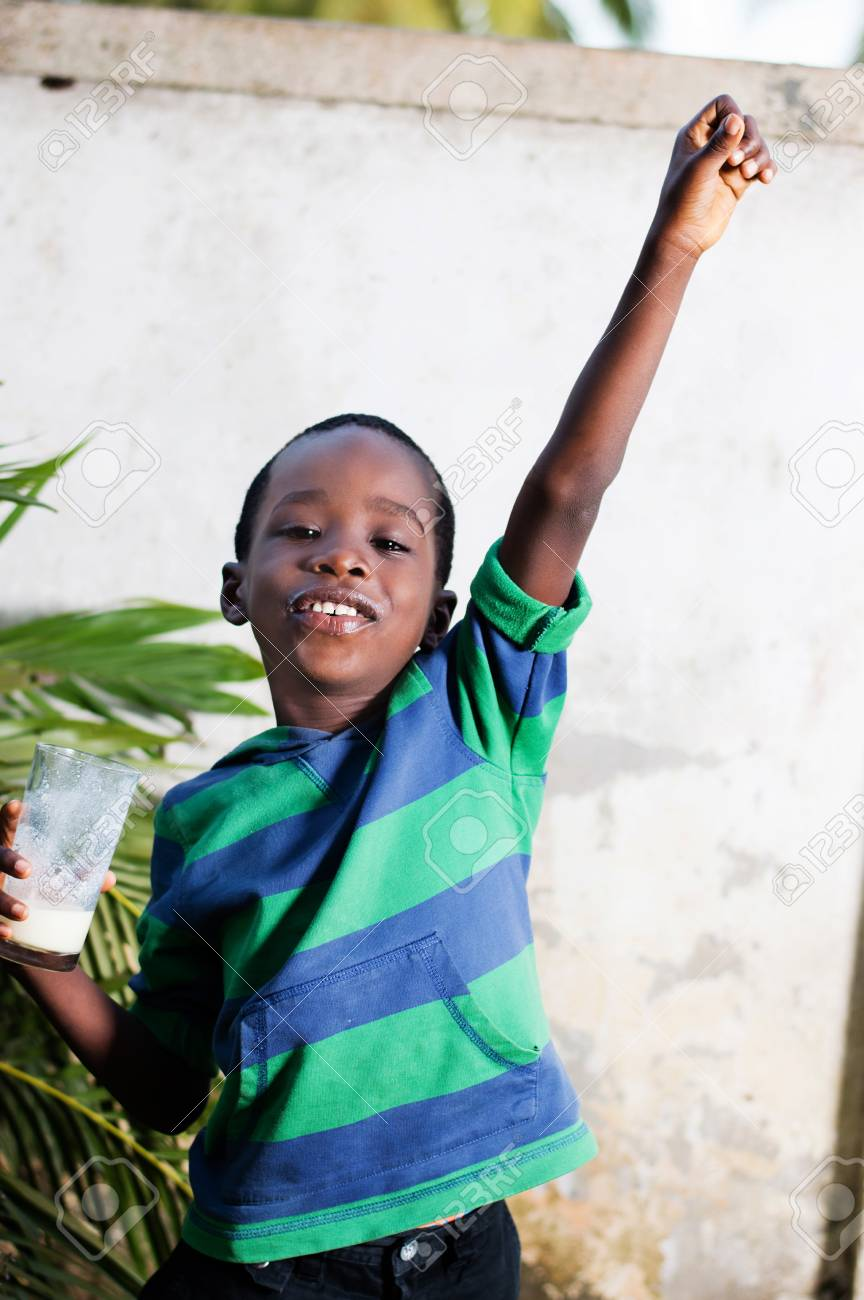 happy child holding a glass of milk Banque d'images - 96785679