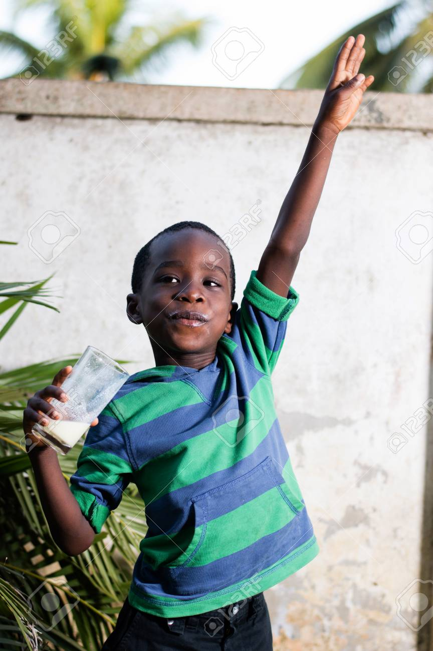 happy child holding a glass of milk Banque d'images - 96793936