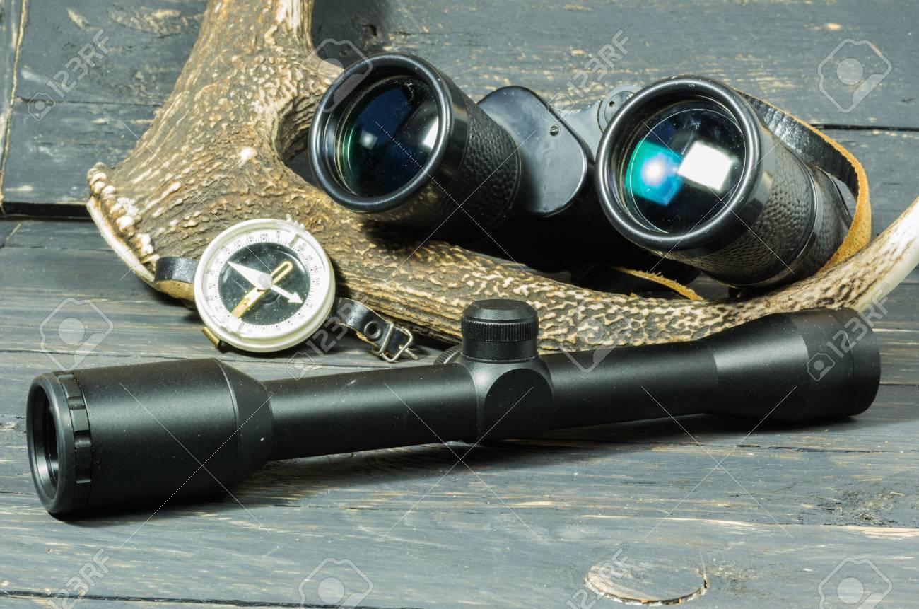 Fernglas und sicht für die jagd jäger kompass jagd lizenzfreie