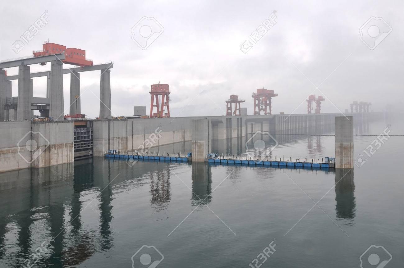 中国三峡ダムの宜昌市 ロイヤリ...