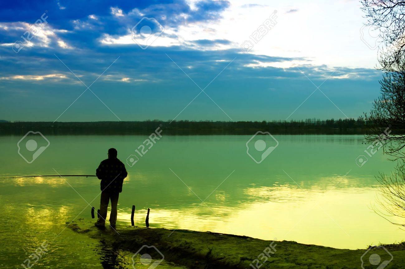 Fishing in a lake - 7840929