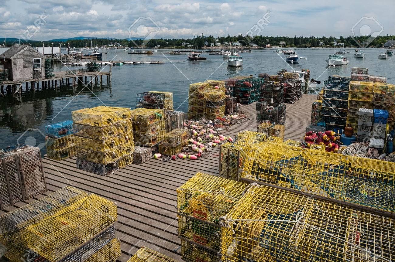 Hummer Fallen Auf Fishing Dock In Maine Stapel Von Hummer Topfe