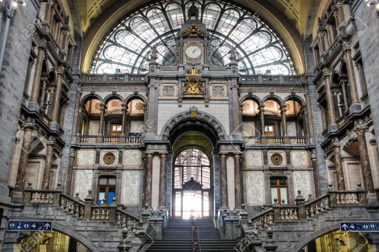 Binnen In De Prachtige Centraal Station In De Stad Antwerpen Belgie Royalty Vrije Foto Plaatjes Beelden En Stock Fotografie Image 44158132