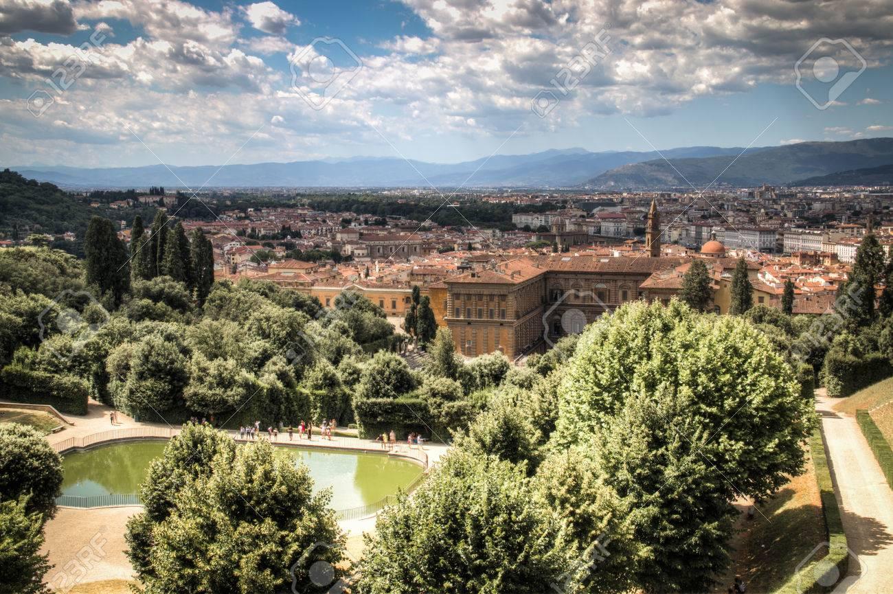 Sehen sie sich die berühmte giardino di boboli garten über mit