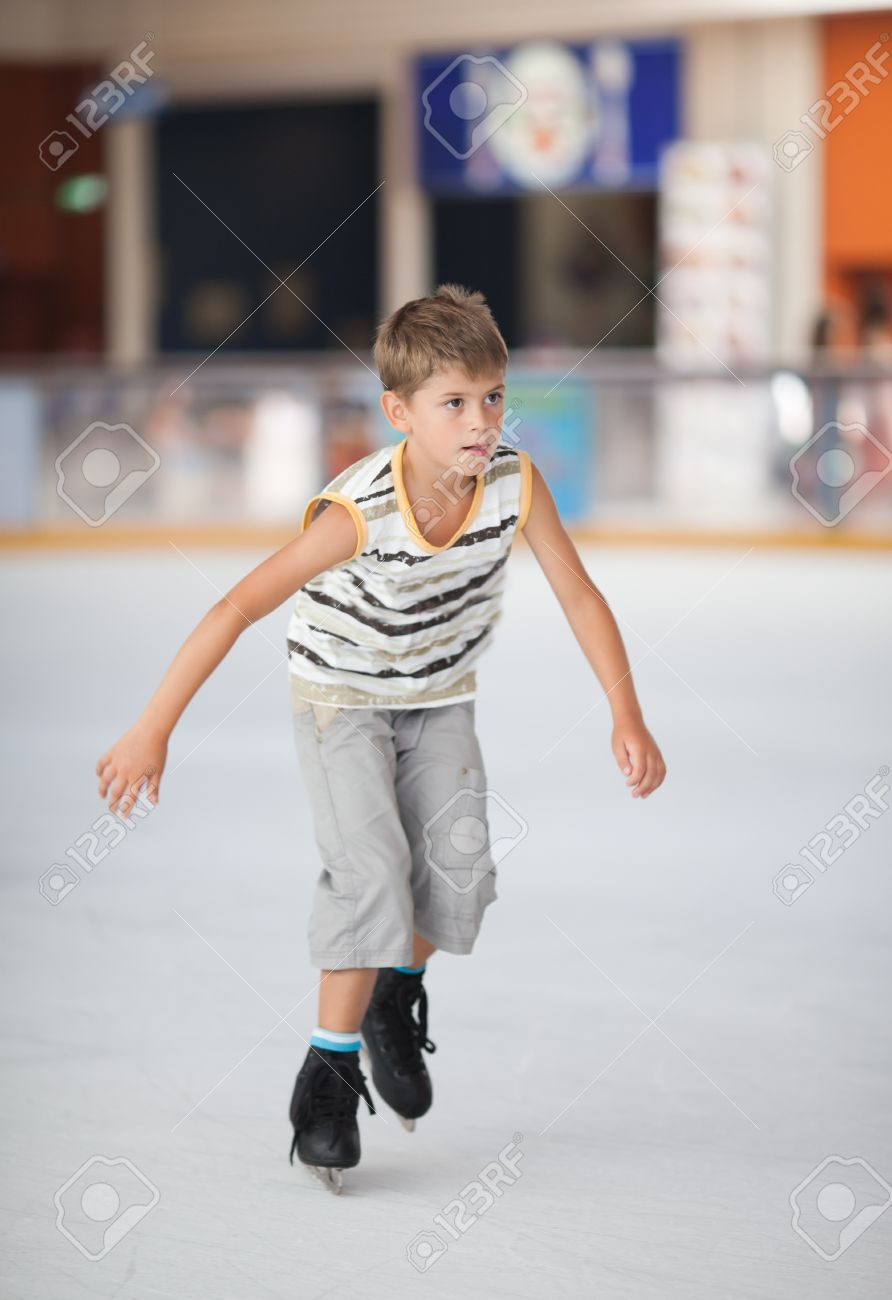 Ice skating little boy Stock Photo - 16303329