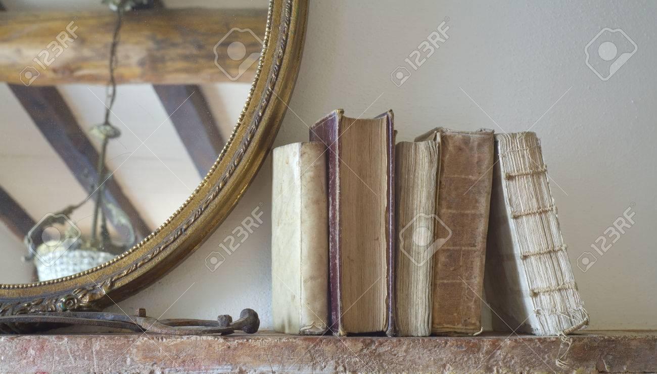 Libri Dell'annata In Salone Rustico Spazio Copia Gratuita Foto ...