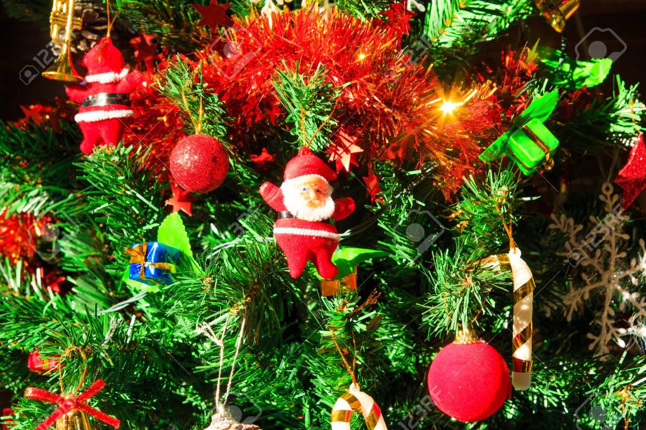 Décoration De Noël, Pommes De Pin, Cadeau, Boules, Sur Le Sapin De