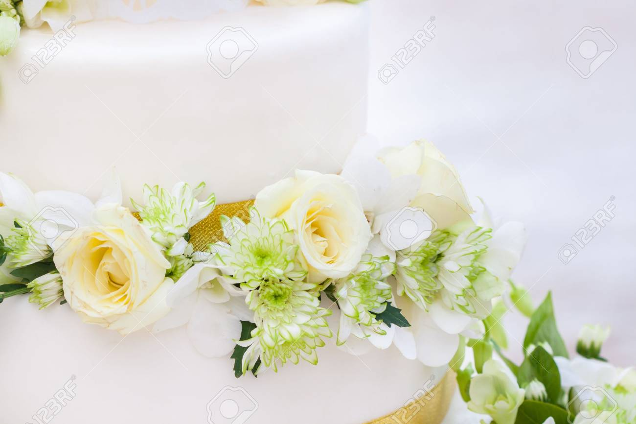 Wedding cake - 35363655