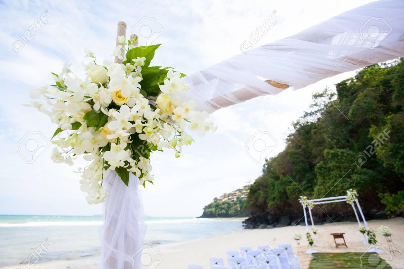 Schone Hochzeit Bogen Am Strand In Thailand Lizenzfreie Fotos