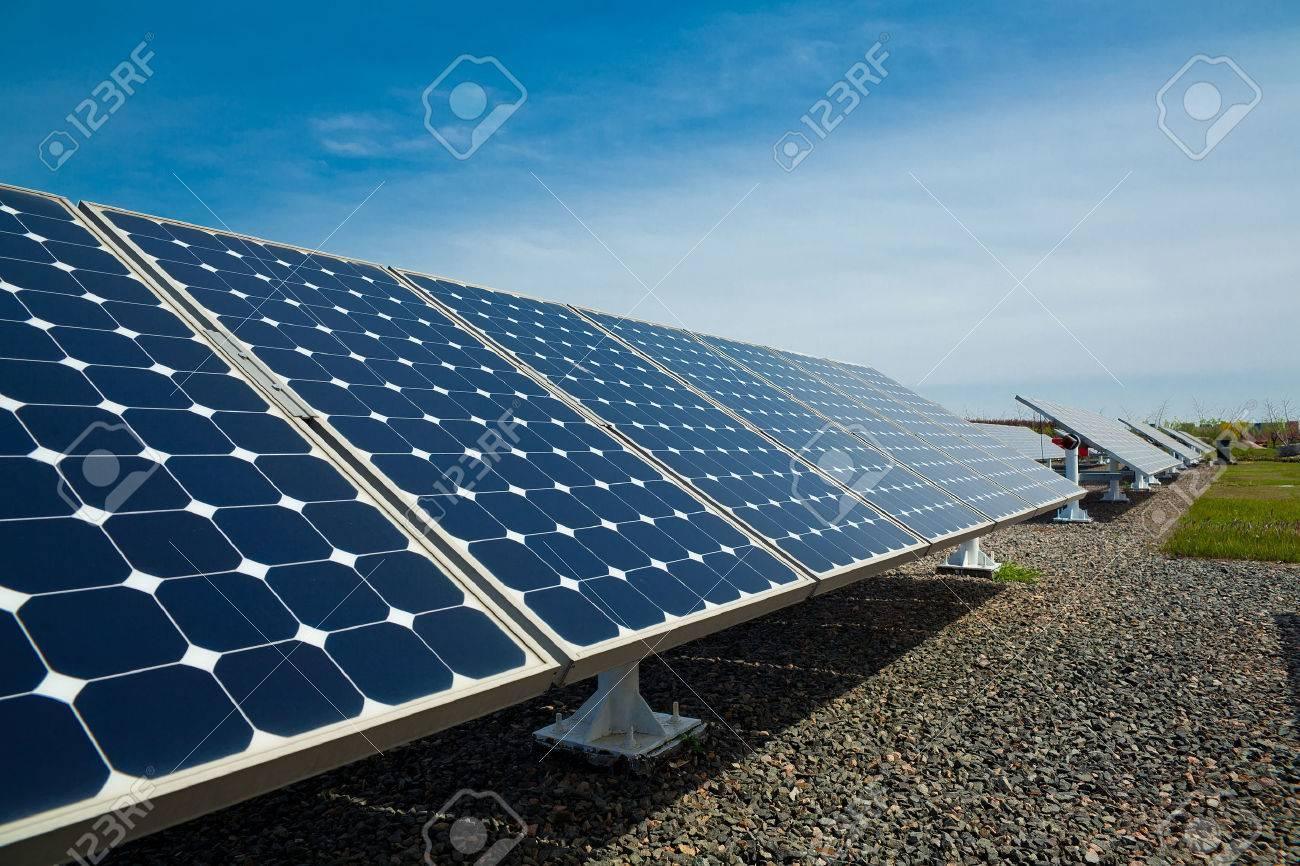 Solar panels aligned work - 42925558