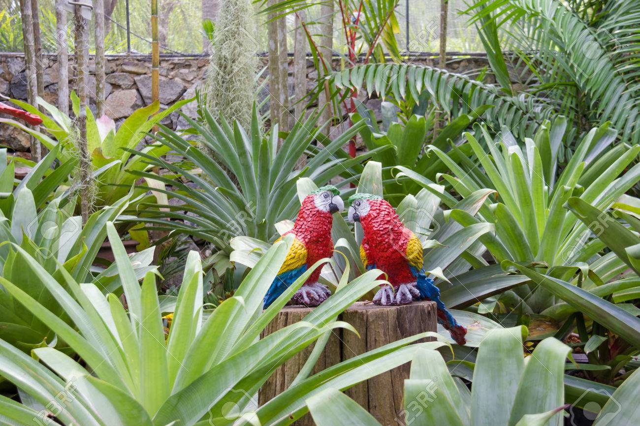the synthetic parrot as garden decoration in nong nooch tropical