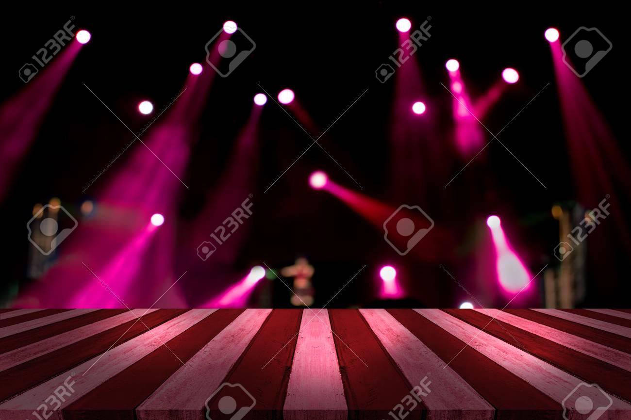 Bureau haut avec léger bokeh en arrière plan flou de concert