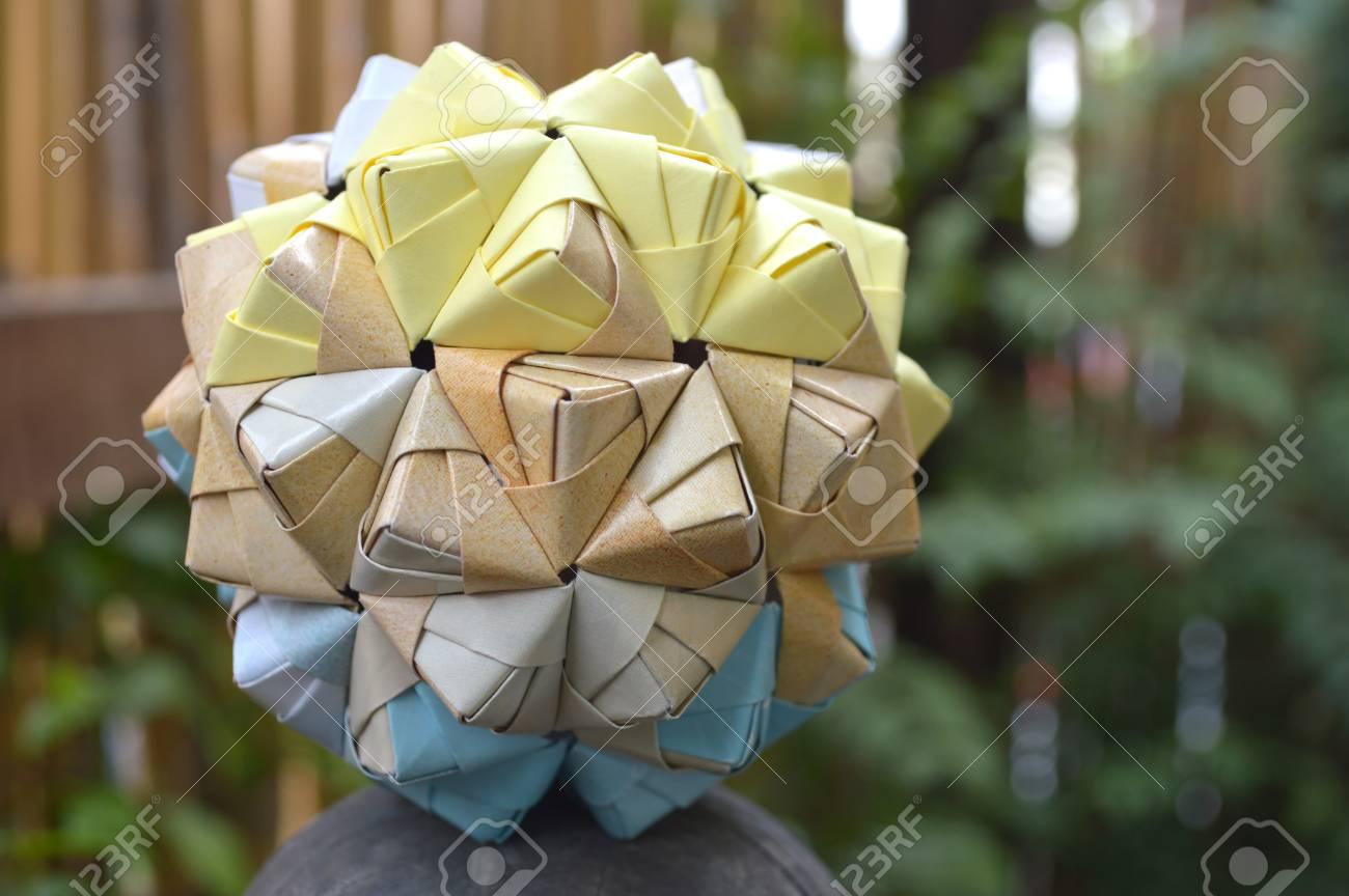 Modular origami – Polypompholyx | 864x1300