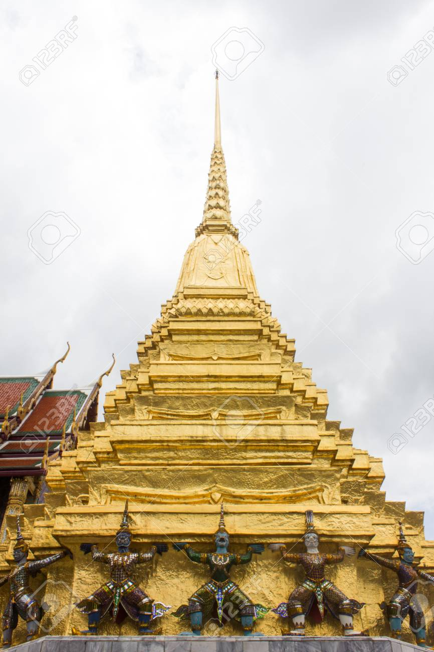 The demon guardian in the grand palace, Bangkok Stock Photo - 17533527