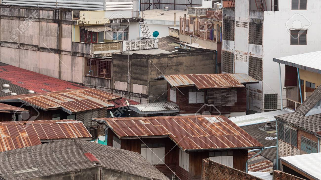 Il tetto di una casa in thailandia tetto è costituito da latta o