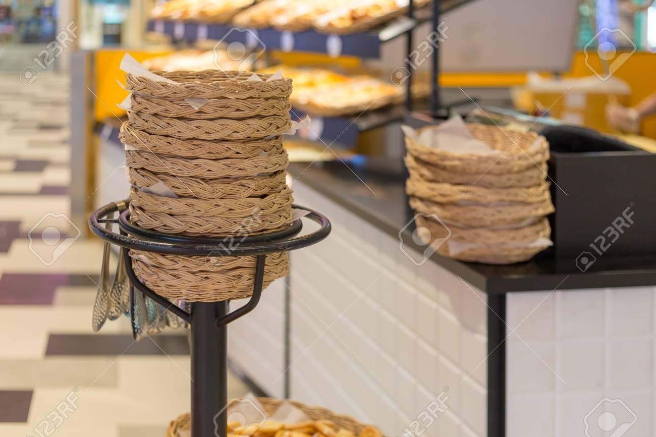 Basket For Bread At The Bakery Standard Bild