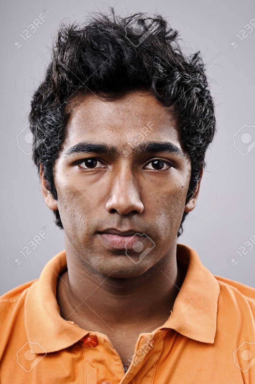 Pretty Boy Indan Mann Posiert Für Ein Porträt Lizenzfreie Fotos ...