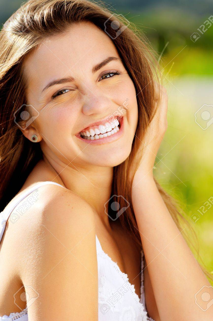 の 笑顔 屈託 ない 【屈託のない】の例文集・使い方辞典